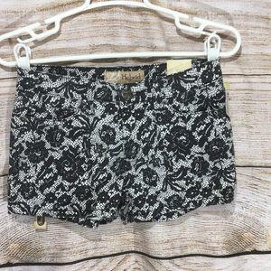 Hybrid & company black white floral skirt 3 short